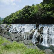 【愛知の絶景】新城版「ナイアガラの滝」、長篠堰堤は癒し効果抜群
